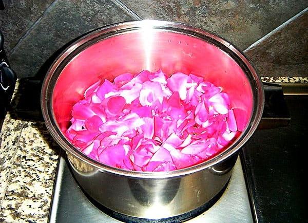 вода из роз